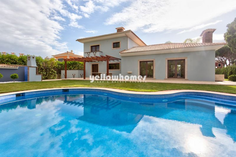 Traditional and stunning 5-bedroom villa with pool in Vilamoura, Algarve